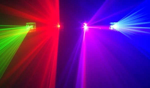 BEAMZ NARVI 4-värinen Laser DMX ohjauksella. Näyttävä neljän värin laser, 4 synkronisoidulla lasersäteellä, 51 esiohjelmoidulla kuviolla! Green, red, pink and blue beams.