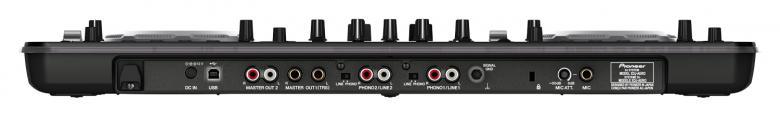 PIONEER XDJ-AERO kontrolleri Voit soittaa musaa suoraan iPhone- tai Android-puhelimista, kuin myös iPadilta tai läppäriltä MIDIn kautta. Plug-and-play connectivity voi käyttää useita eri WiFi-lähteitä, eli voit soittaa musiikkia langattomasti useista eri lähteistä samanaikaisesti. XDJ-AERO:ssa on myös mikseri, johon voit halutessasi kytkeä erilliset levysoittimet ja CD-soittimet. USB-muistitikulle on myös paikka, niin että backup on tarvittaessa käytettävissä koko ajan. PRO-DJ-Tuote
