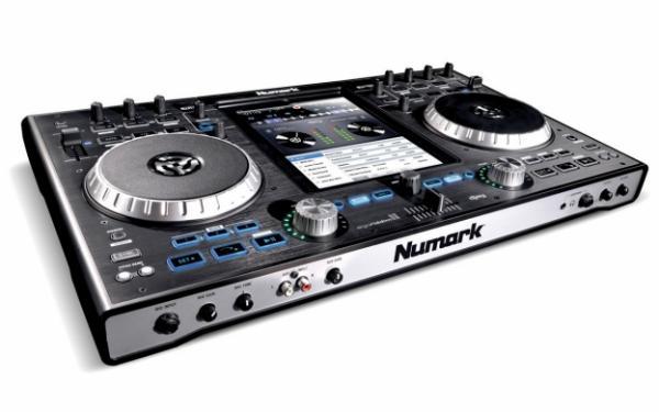 NUMARK IDj Pro on DJ-kontrolleri uusi versio, joka toimii Ipadin voimalla! Et siis tarvitse erillistä tietokonetta PADisi lisäksi.Toimii Ipad 1,2,3. Voit toistaa suoraan airplayn tai bluetooth kautta miksauksesi stereoihisi tai kaiuttimiisi. sis. Uuden Lighting adapterin.