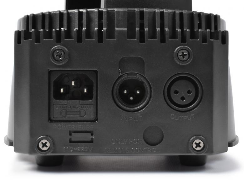 BEAMZ MHL-74 Mini Moving Head 7x10W RGBW V2 Ledeillä, Mini LED Moving Head Black! Pienikokoinen moving head 7x 10W ledillä. Led kykenee tuottamaan uskomattoman tehokkaan valon, joka soveltuu musiikkibaareihin, clubeihin, pieniin discoihin sekä DJ keikoille sekä live artisteille suuresta tehosta johtuen. Teho vastaa n. 400- 500W perinteistä heitintä. Voidaan käyttää 7 tai 12 DMX kanavan moodissa. Laitteessä stand alone musiikkiohjaus, eli toimii myös ilman ohjainta! Mitat 175 x 175 x 240mm sekä paino 3.0kg.