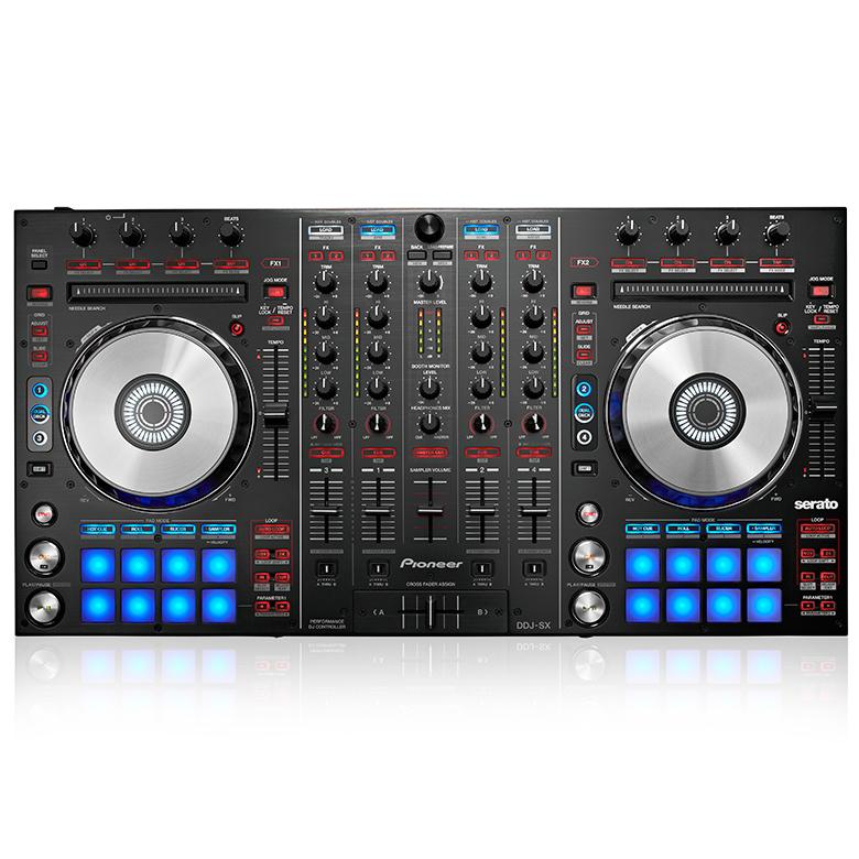PIONEER DDJ-SX DJ kontrolleri, Pioneer PRO-DJ-1-laitteista lainatut optimoidut äänikytkennät master-lähtöalueella takaavat huippulaatuisen äänen, joka on ollut ylivoimainen voittaja kuuntelutesteissä yhdistettynä Serato DJ professional software ääniominaisuuksiin varmistaa huippuäänentoiston! Mitat 664 mm (W) x 357 mm (D) x 70.4 mm (H) paino 5.7kg.