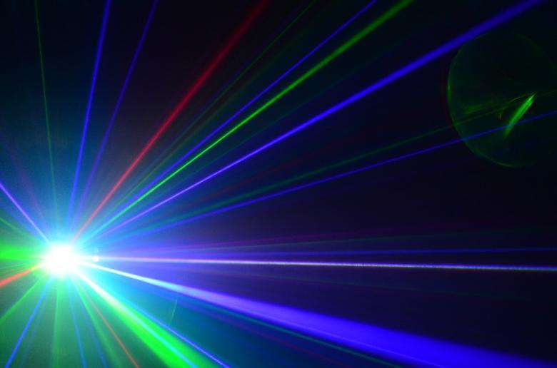 BEAMZ LC-FC12 3-värinen laser efekti kuvioilla. Huikea Monipiste Laser Goboilla, Vihreä ja punainen sekä sininen. Multipoint Laser Red/Green/Blue!Red 150mW // Green 60mW // Blue 300mW.