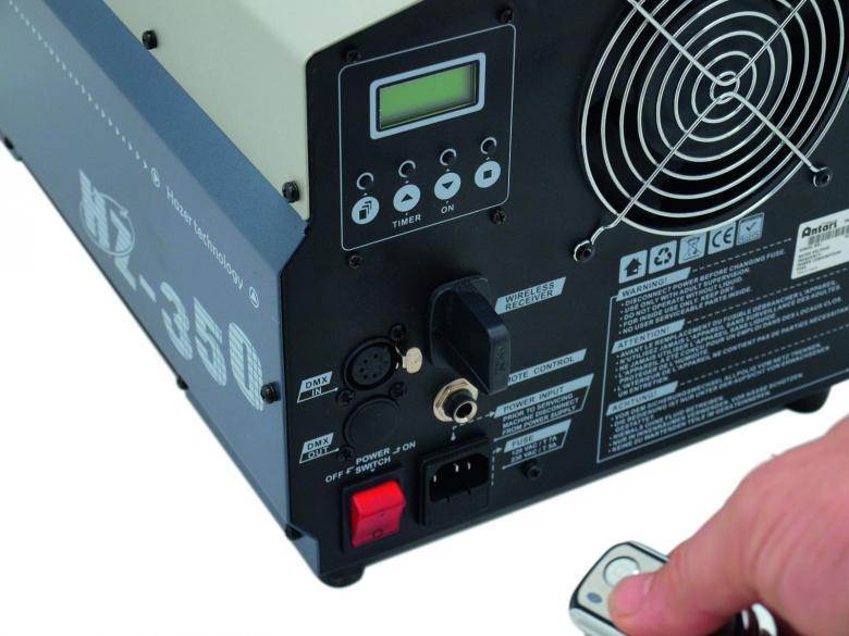 ANTARI HZ-350 Hazer lanagttomalla ohjauksella sekä DMX. Ajastin ohjaus laitteen perästä suoraan. Aito hazer ammattikäyttöön. Tuotto 68 m³/min, kulutus n. 1L /21 tuntia! Mitat 492 x 273 x 315 mm sekä paino 14kg.