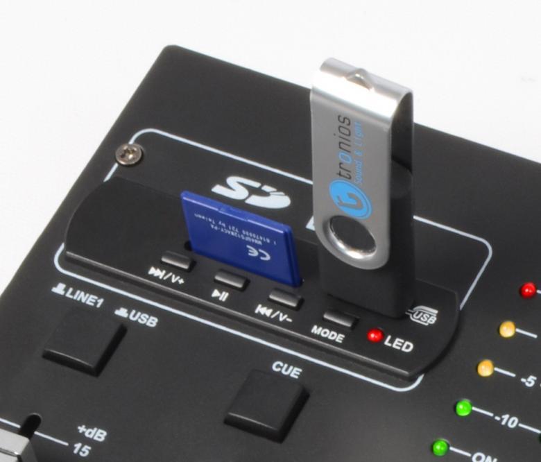 SKYTEC STM-2250 2- 4 kanavainen efekti DJ mikseri USB sekä SD kortti paikalla. Tämä on loistava laite harraste käyttöön. Sis. hauskoja efektejä, kuten: alien, croak, sireeni, aploodit, lasi, huuto,yleisö, lintu =).heh.. Kortilta ja tikulta voit soittaa suoraan mikseriltä. Sisäänmeno levysoittimelle, 2kpl Linjatasolle, sekä 1kpl mirofonille. Kuuloke esikuuntelu! Mitat 202 x 202 x 35mm.