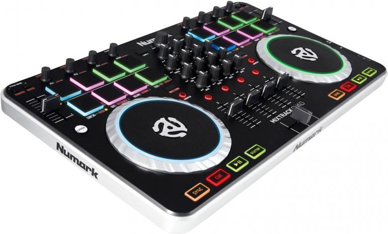 NUMARK Mixtrack Quad DJ-kontrolleri 4-kanavainen kontrolleri varustettu interfacella + Serato DJ Intro softalla! Toimii MAC sekä PC laitteissa. Interface eli sisäänrakennettu äänikortti laitteen mukana! 16kpl padeja ja erittäin kompakti koko.