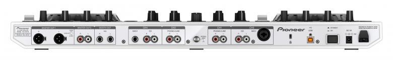 PIONEER DDJ-SX DJ kontrolleri Helmenvalkoinen, Pioneer PRO-DJ-1-laitteista lainatut optimoidut äänikytkennät master-lähtöalueella takaavat huippulaatuisen äänen, joka on ollut ylivoimainen voittaja kuuntelutesteissä yhdistettynä Serato DJ professional software ääniominaisuuksiin varmistaa huippuäänentoiston!Plug and Play -liitäntä USB:n kautta, ainutlaatuinen XLR tulo-/lähtöliitäntä suoraan ammattimaisten PA-varusteiden yhdistämiseen ja mikrofonin talk-over-ominaisuus tekevät DDJ-SX:stä täydellisen DJ:n laitteiston. Ohjaimen alla oleva tila kannettavan tietokoneen näppäimistölle eliminoi asennusongelmat ja takaa, että näyttö on koko ajan DJ:n nähtävissä. Ohjaimen malli edustaa testattua Pioneer-laatua, mikä takaa erinomaisen toimivuuden. Ohjauslaitteissa on aakkosellinen kappaleiden pikahakutoiminto ja slip-tila lyhytaikaista luuppausta, takaperin toistoa ja scratch-mahdollisuutta varten ilman, että kappaleen sillä hetkellä toistettu kohta katoaa.
