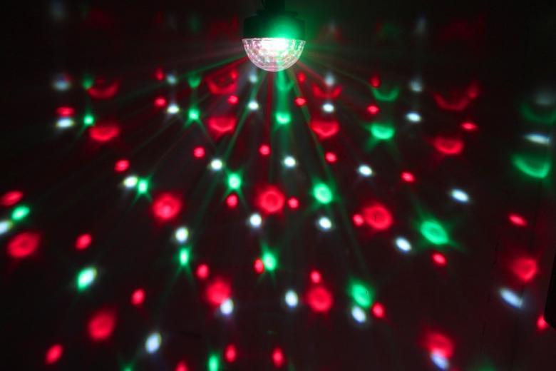 BEAMZ  Starball 6x 3W RGBWA LED-valoefekti missä värit punainen, vihreä, sininen, valkoinen ja oranssi. Kotiin, keikalle, bileisiin piristäjäksi tai vaikka baariin! Tämä valoefekti on todella upean näköinen ja voidaan asentaa tasolla, eli pöydälle tms. tai kattoon. Laitteen mitat 190 x 190 x 190mm sekä paino 0.6kg.