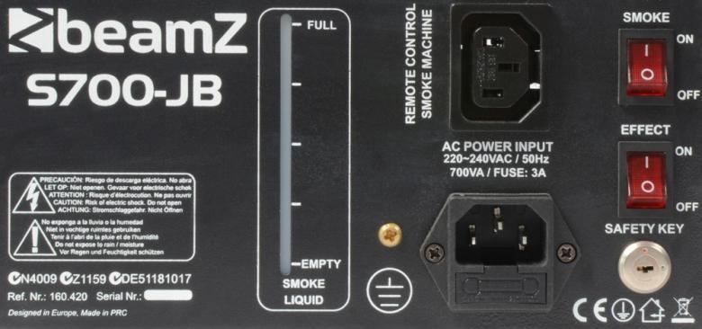 BEAMZ S700-JB Savukone LED jelly flower efekti 3x3W, joka tuottaa kohtuullisesti savua, 700W:n lämmitin. Mukana mahtava valoefekti. Pieni, mutta pippurinen savukone. Laita pistoke seinään, tankaa savuneste ja viiden minuutin kuluttua laite on valmiina käyttöön, tuote soveltuu lähinnä pieniin tiloihin sekä kotibileisiin. Hauska elementti ja kiinnostavuus on taattu! Mukana 250ml savunestettä. Mitat 245 x 230 x 125mm, paino 2,3kg.