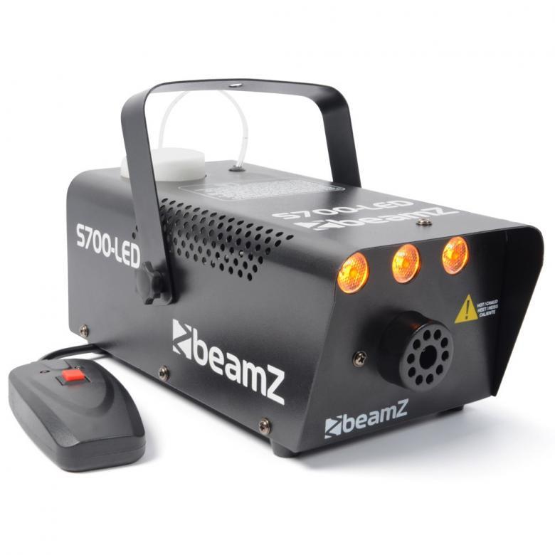 BEAMZ S700 LED-Liekkisavukone 3x 1W oranssit LEDit. Tuottaa kohtuullisesti savua, 700W:n lämmitin. Mukana mahtava valoefekti. Pieni, mutta pippurinen savukone. Laita töpseli seinään ja lataa neste ja viiden minuutin kuluttua laite on valmiina käyttöön. Tuote soveltuu lähinnä pieniin tiloihin sekä kotibileisiin! Hauska elementti ja kiinnostavuus on taattu! Mukana 250ml savunestettä. Mitat 245 x 230 x 125mm sekä paino 2,3kg.
