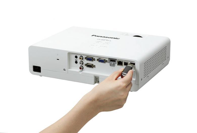 PANASONIC PT-LW362A LCD projektori 3600 ansi 1.48-1-78:1, lamppu 5000/6000/8000h, 28/37 dBA, USB memory viewer mitat: 335x96x252 mm paino 2.9 kg. Lamppu ET-LAL500, filtteri ET-RFL300 Takuu 36kk.