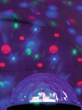 EUROLITE LED BC-2 Näyttävä LED- Beam valoefekti! Pieni valoefekti, flower led valolähteellä. Soveltuu kotikäyttöön, pubeihin, pienille tanssilattioille tai vaikkapa näyteikkunaan. Antaa monivärisiä kuvioita, jotka liikkuvat 180 astetta automaattidsesti. Käyttövalmis paketista otettaessa. Kytke vain töpseli. Mitat 185x 185 x 153 mmmm paino 0,5kg.