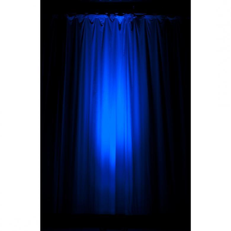 ADJ LOPPU!! Mega TRI Bar 60 9x3W LED parru Professional RGB bar with LED technology. Ammattitason LED parru 9x 3W LEDEILLÄ! Toodella huikean suosion saanut ADJ Mega tri bar on kestävä, taloudellinen ja huipputehokas. Ledien aukeamiskulma on 25- astetta.Mahdollisuus IR kaukoohjaimen käyttöön (optio). Parru on noin 60cm pitkä ja alle 10cm korkea sekä  70mm syvä. kiinnitysraudat kuuluvat hintaan.