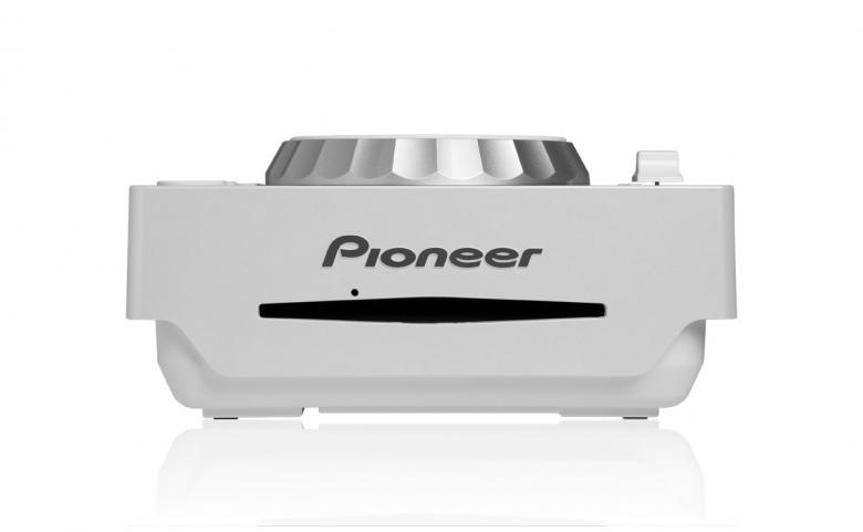 PIONEER CDJ-350W DJ CD soitin valkoinen Compact Digital Multi-Player, MP-3 ominaisuuksin, PRO-DJ-Tuote. CDJ-350-W on laadukas aloittelijan DJ-soitin, joka toistaa kaikkia ammattimaisia ja suosittuja muotoja CD:ltä tai USB:ltä samalla tavalla kuin ammattitason CDJ-2000.  Todella oikeuksiinsa se pääsee yhdistettynä tietokoneeseesi. Sen USB-liitännän ansiosta yhteensopivien DJ-ohjelmien Plug & Play-hallinta sekä minkä tahansa musiikkiohjelman midihallinta on mahdollista. CDJ-350-mallia voi käyttää myös audioliitäntänä