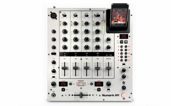 NUMARK IM9 DJ Mikseri 4-kanavaa efekteillä sekä intergroitu iPod telakka! 4-channels with effects and integrated dock for iPod!