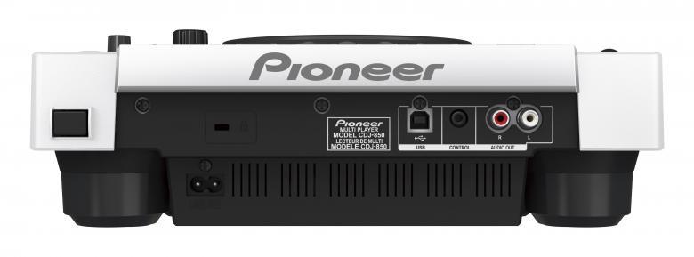 PIONEER CDJ850W MP3+ USB DJ CD-soitin. Valkoinen toimii myös kontrollerina, PRO-DJ-Tuote. Korvaamalla CDJ-800MK2-mallin CDJ-850 tarjoaa muutamia tärkeitä parannuksia edeltäjiinsä nähden. Tämä dekki on suunniteltu tuntumaan ja toimimaan kuten CDJ-900 tai CDJ-2000 ja siinä on rekordbox-valmius, mutta kuitenkin se pysyy kohtuuhintaisena. Se on myös yhteensopiva rekordboxin kanssa, mikä tarkoittaa, että käyttämällä ilmaista rekordbox-ohjelmistoa, voit etukäteen valmistella ja hallita kappaleita tietokoneellasi, jotta dj-setistäsi tulee erityisen sujuva.Mutta voit myös luoda helposti settisi lennossa. Tagiluettelo-ominaisuudella voit soittaa 20 tai jopa usempaa kappaletta eteenpäin. CDJ-850:n ainutlaatuisena ominaisuutena on se, että voit jopa lisätä, poistaa ja vaihtaa kappaleiden järjestystä luettelossa. Aaltonäytöltä näet kappaleiden huiput ja pudotukset, mikä tekee miksauksesta kappaleiden välillä sujuvaa.