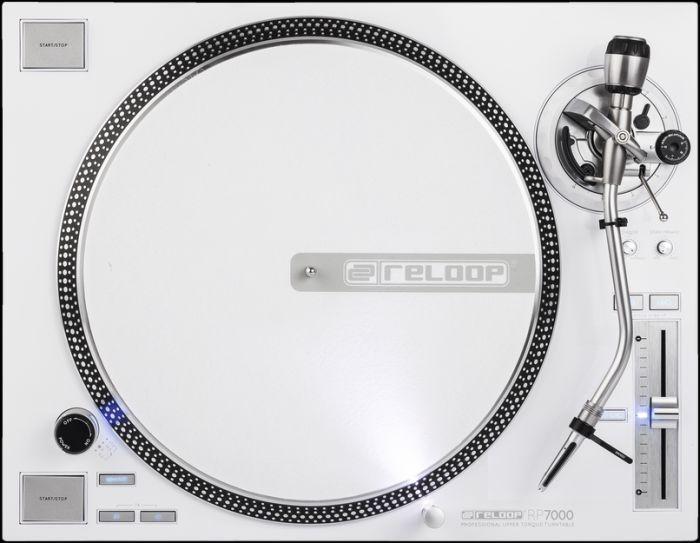 RELOOP RP-7000 LTD  DJ Levysoitin. Yhdistää modernin DJ-teknologian edistyneeseen levysoittimeen. Tässä korkealaatuisessa levysoittimessa on voimakas moottori joka takaa korkean vääntömomentin. Soittotuntuma on tarkka. Soitin toimii myös MIDI-ohjaimena.Mitat 458 x 144.6 x 354 mm  sekä paino 9,5kg.