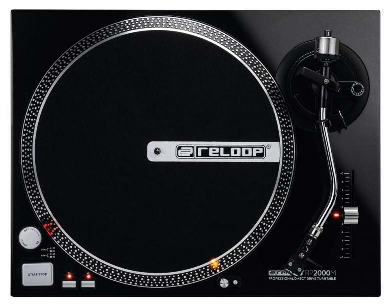 RELOOP RP-2000M DJ-kotilevysoitin suoravetoinen, nopeudensäädöllä, sis. Reloop OM Black rasia+neula! todella laadukas suoravetoinen levysoitin joka käy kotiin, dj käyttöön, minne vaan missä halutaan soittaa vinyyliä. Laite on erittäin jykevä, paino 9,5kg.