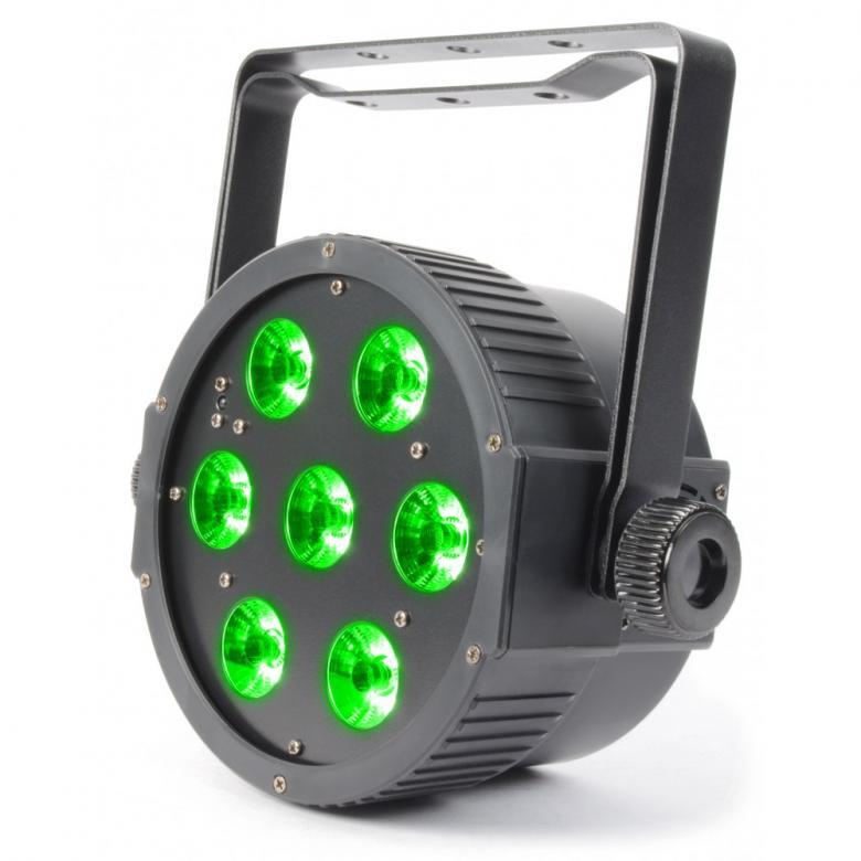 BEAMZ LED FLAT-PAR Spotti 7x18W RGBAWUV IR-kaukösäädin. Aukeamiskulma 23 astetta. Tässä FLAT-PAR mallisessa valonheittimessä on 7 kpl super-kirkasta RGBAWUV LEDiä kompaktissa kuoressa joka mahtuu lähes mihin tahansa. Laitteessa myös UV. Laite tarjoaa runsaan valikoiman staattisia värejä sekä värisekoituksia. Laitteessa sisäänrakennettuna automaattisia sekä ääni-aktivoitavia ohjelmia, strobo, sähköinen himmennys ja vaihteleva nopeus-pulssi efekti käyttöön kiireessä. Voit myös luoda oman lookkisi käyttämällä 9-kanavaista DMX-moodia. Mahdollisuus ketjuttaa useita laitteita.